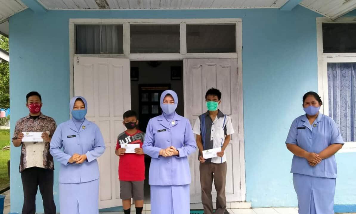 PIA Ardhya Garini Cab.11/D.II Lanud Sjamsudin Noor Berikan Beasiswa Kepada Putra Putri Anggota Lanud Sjamsudin Noor