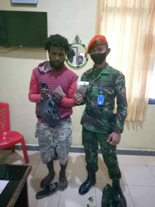Satgas Pamrahwan Paskhas Kembali Gagalkan Penyeludupan 23 Paket Ganja .