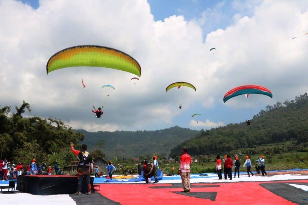 Wingday Pelatihan Pilot Paralayang Disparbud Pemkab Malang dan Lanud Abd Saleh