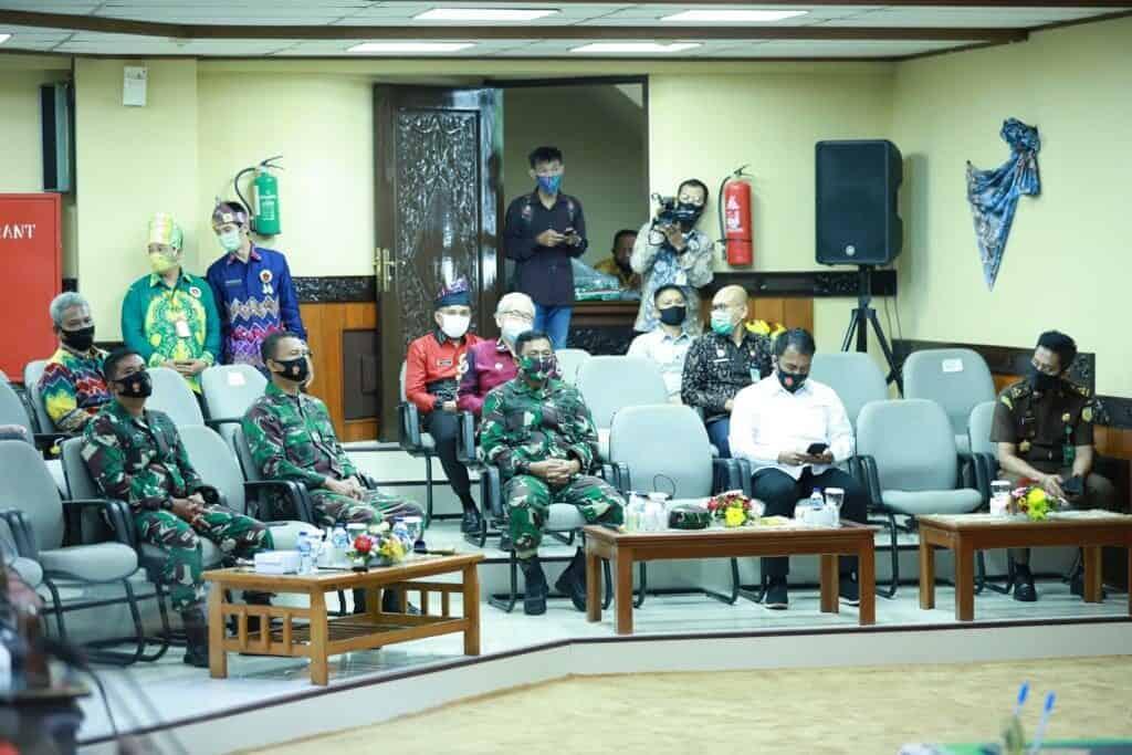 Komandan Lanud Sjamsudin Noor Hadiri Rapat Dalam Rangka Peringatan Hari Jadi Provinsi Kalimantan Selatan Ke-70