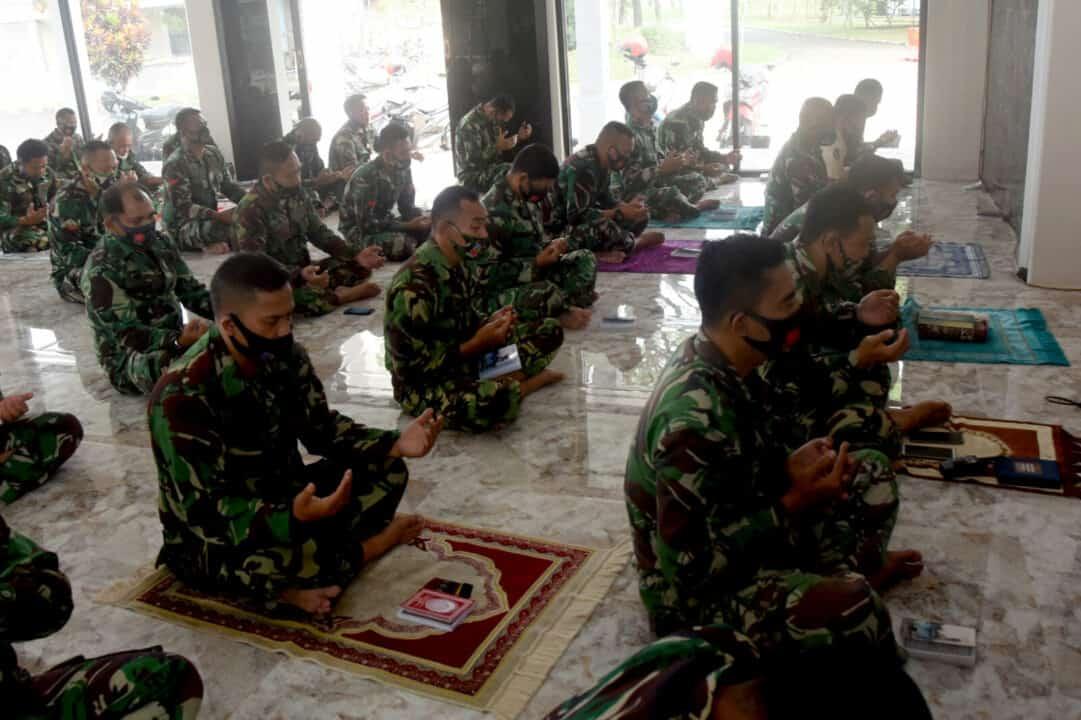 Prajurit Dan PNS Lanud Wiriadinata Laksanakan Do'a Bersama