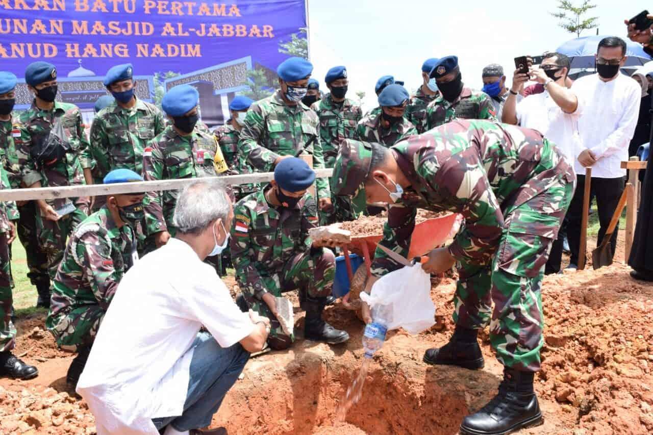 Peletakan Batu Pertama Pembangunan Masjid Al-Jabbar oleh Danlanud Hang Nadim