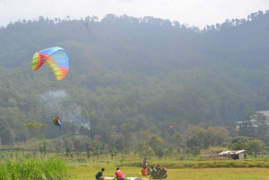 Siswa Pelatihan Paralayang Lanud Abd Saleh dan Disparbud Pemkab Malang Jalani Pelatihan di Gunung Banyak, Kota Batu