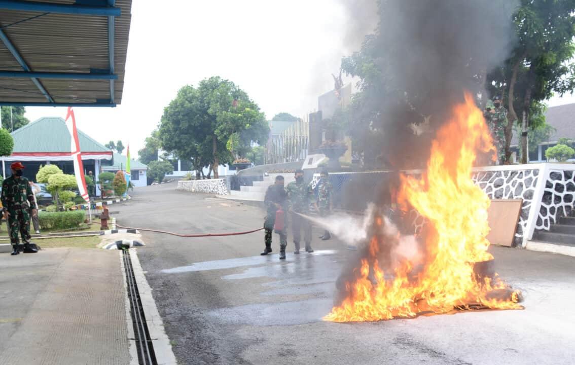 Latihan Penanggulangan Bahaya Kebakaran Di Sekkau