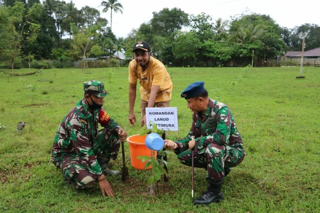 Lanud Pattimura Dengan Desa Liliboy Tanam 2.000 Bibit Tanaman Pala