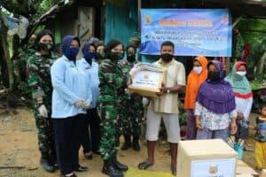 Peringati HUT Ke-57 WARA, Srikandi Angkatan Udara Lanud Dhomber Gelar Baksos Ke Kampung Pemulung