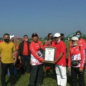 Kibarkan Merah Putih, Paramotor FASI Catatkan Rekor Muri