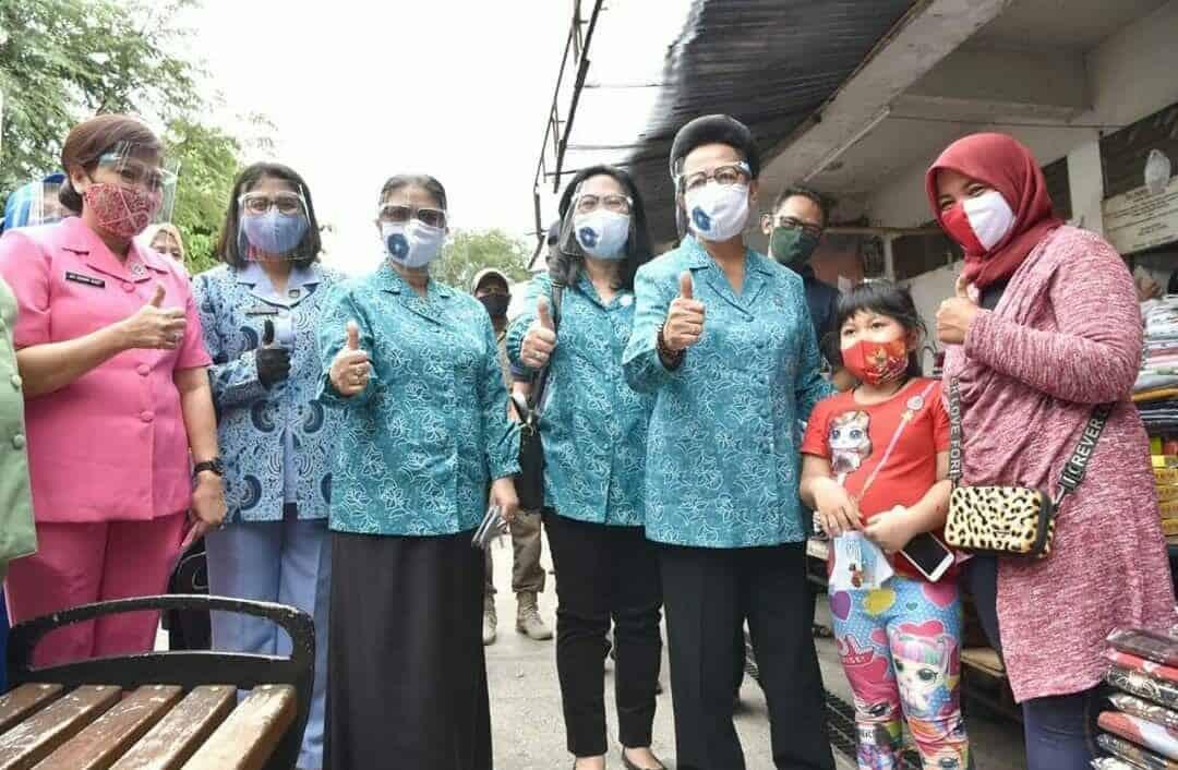Ketua PIA Ardhya Garini Cab 2/Gab II beserta pengurus laksanakan Gebrak Masker Serentak