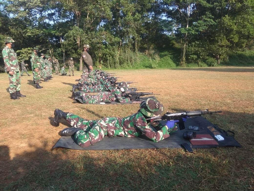 Bintara Dan Tamtama Lanud Atang Sendjaja Latihan Menembak
