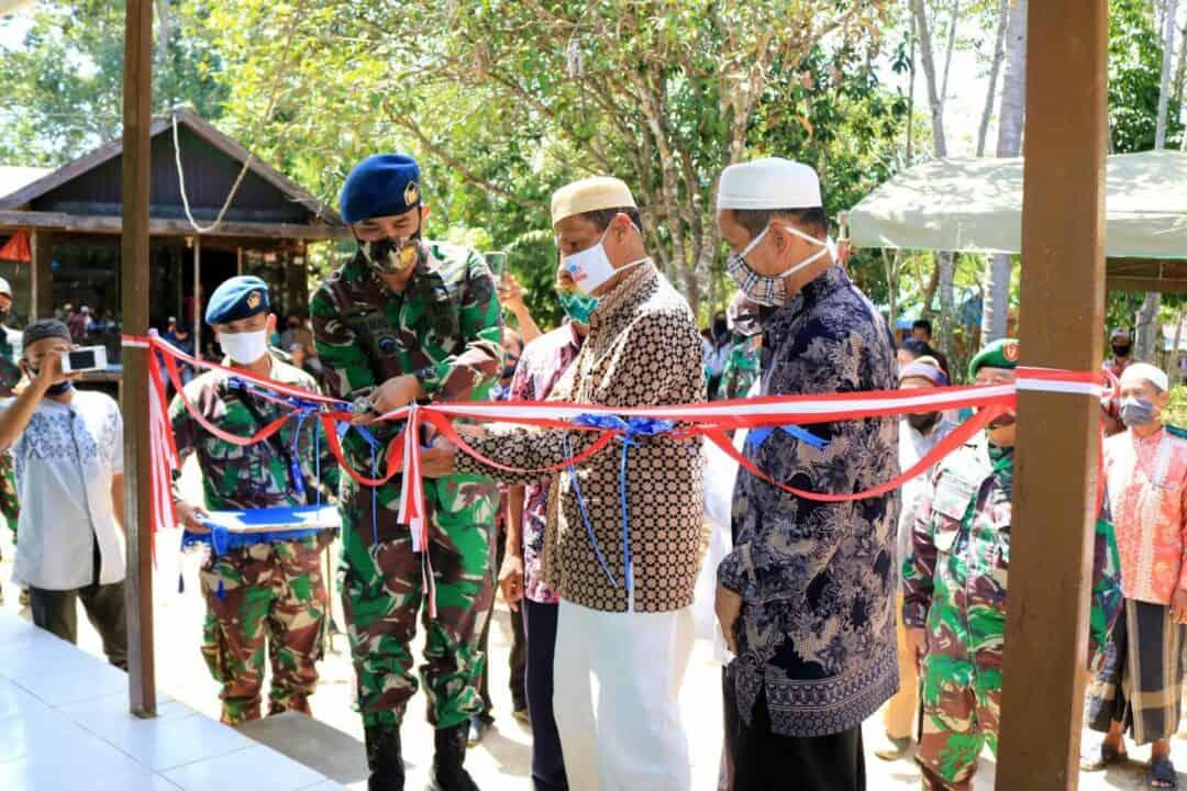 Komandan Lanud Sjamsudin Noor Resmikan Musholla Ar-Raudah dan Berbagi Sembako