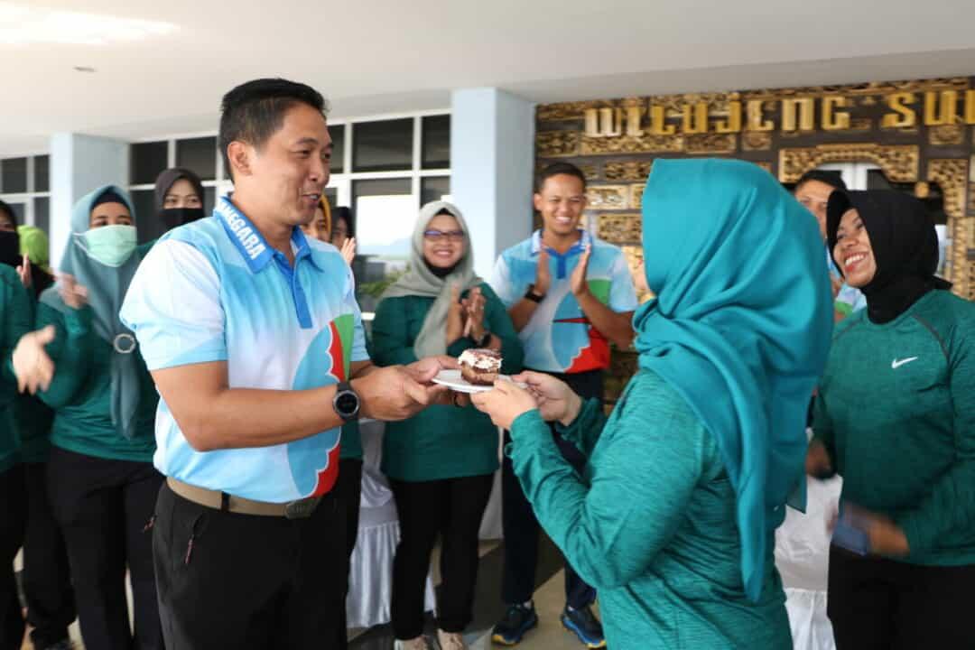 Puncak Hut Wara Ke-57 di Lanud Husein Sastranegara di tandai dengan Potong kue