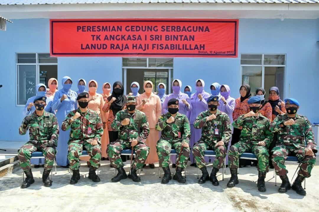 Danlanud dan Ketua Yasarini Pengurus Cabang Lanud RHF Resmikan Gedung Serbaguna TK Angkasa I Sri Bintan
