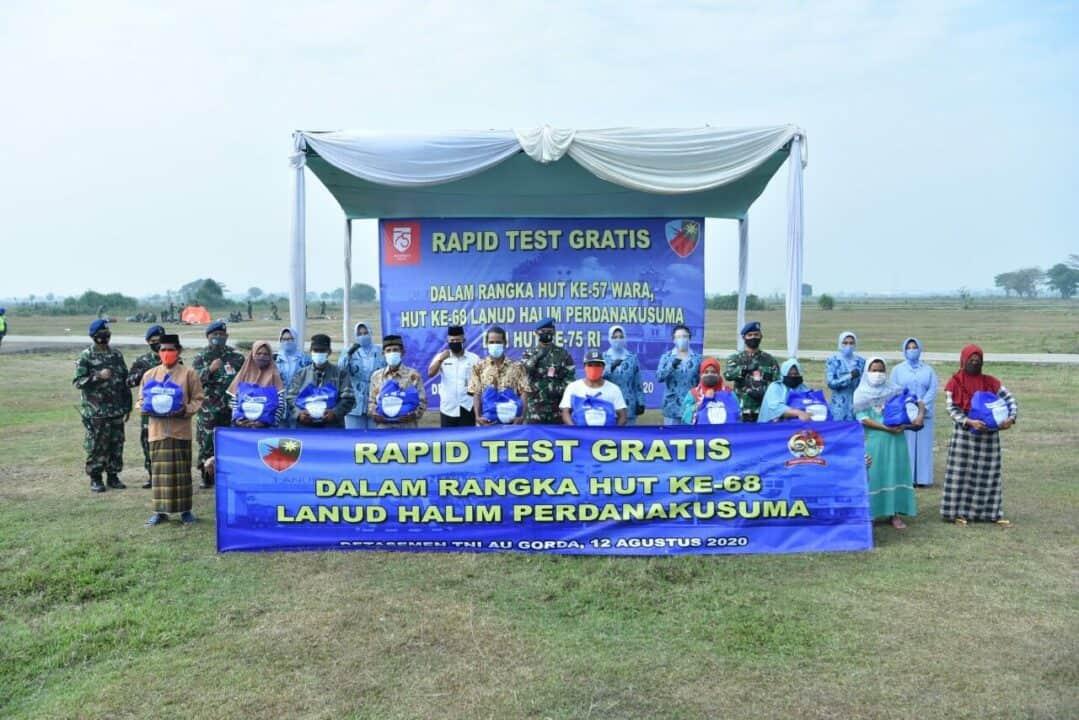 Lanud Halim Gelar Rapid Test Gratis dan Bagi Sembako Untuk Masyarakat di Sekitar Detasemen TNI AU Gorda Banten