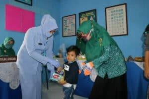 Posyandu Lanud Sulaiman Berikan Vitamin A pada Anak Balita