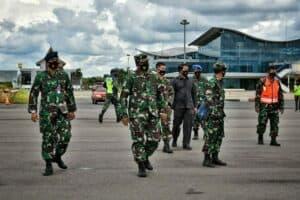 Tingkatkan Kemampuan Jelajah, 4 Pesawat Tempur Hawk 100/200 TNI AU Latihan Terbang Jelajah di Langit Tanjungpinang.