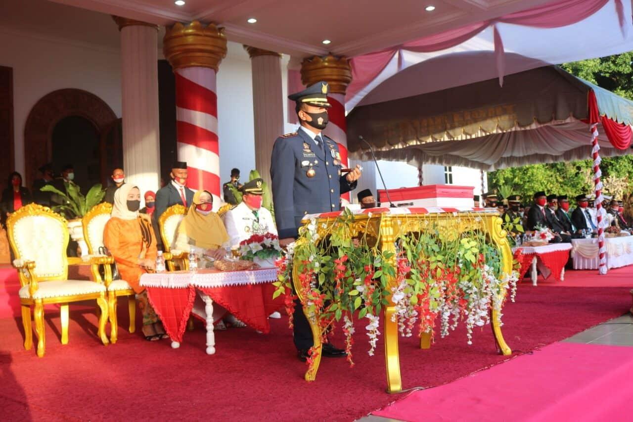 Danlanud D. Dumatubun sebagai Irup Penurunan Bendera