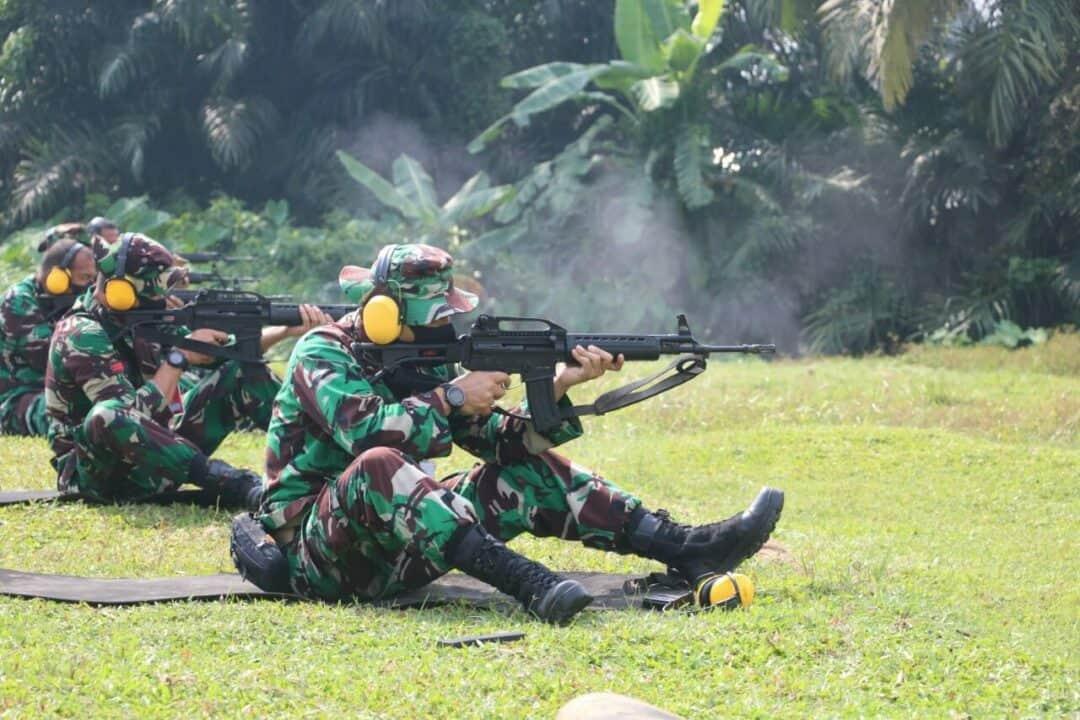 Asah Kemempuan, Personil Lanud Soewondo Laksanakan Latihan Menembak Laras Panjang