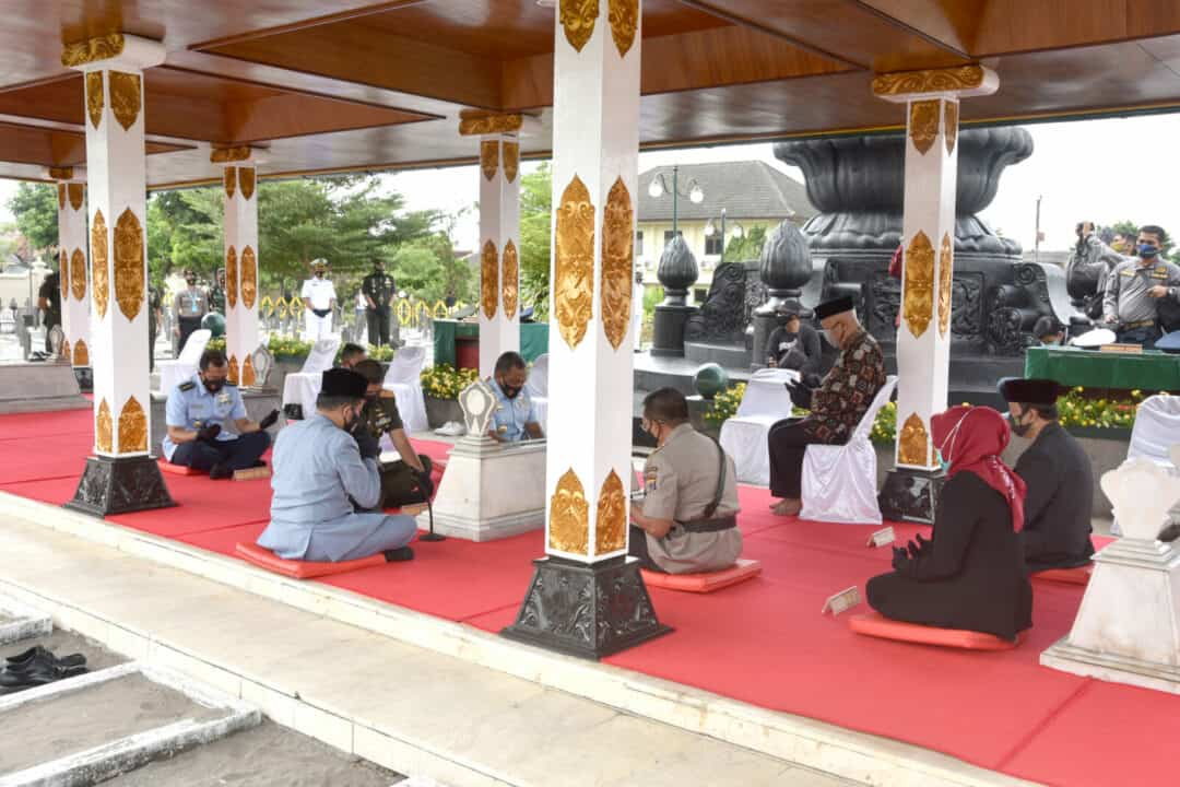 Kadisops Lanud Adisutjipto hadiri kegiatan ziarah ke TMP Kusumanegara