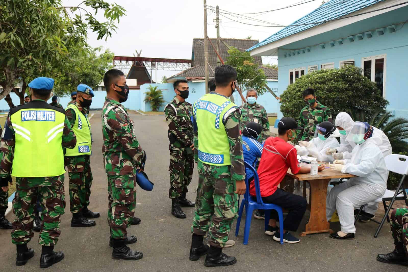 Keluarga Besar Lanud Sjamsudin Noor Laksanakan Rapid Test Secara Serentak Dalam Rangka Menjaga Prajurit dan Keluarga Dari Covid-19
