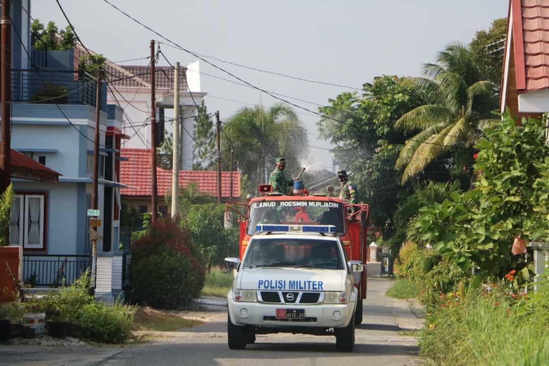 Menjelang HUT ke-75 TNI, Lanud Rsn Desinfeksi Lingkungan Masyarakat