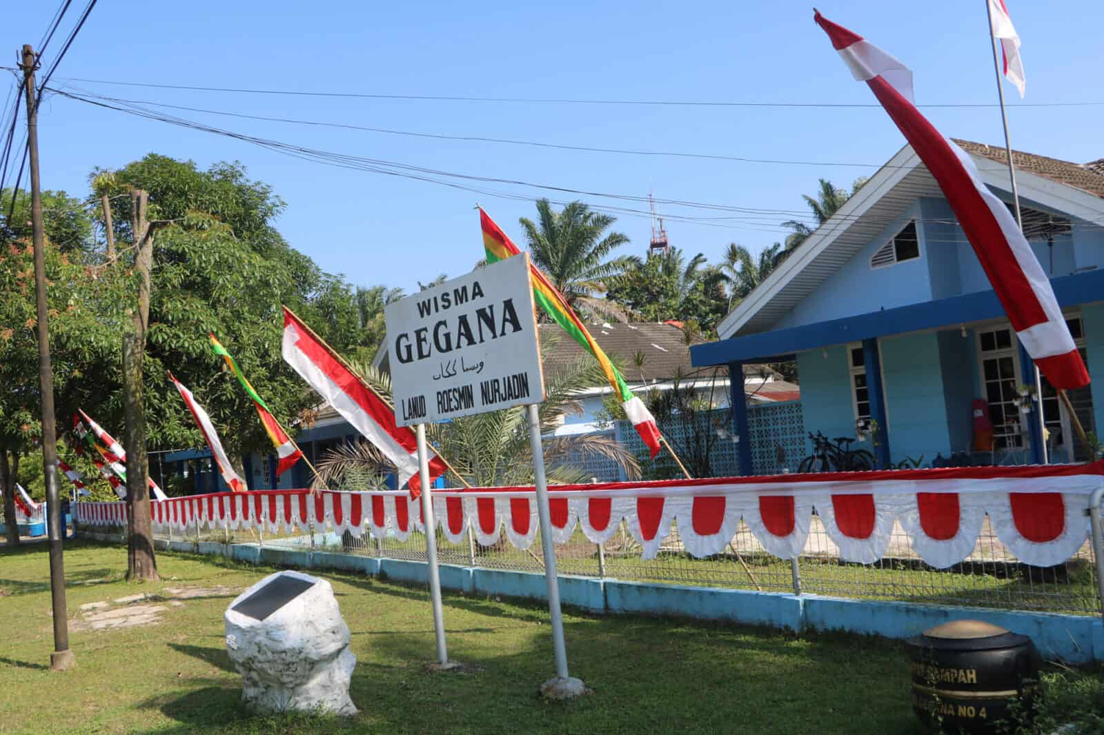 Sambut HUT Ke-75 TNI, Lanud Rsn Pasang Spanduk dan Umbul-Umbul
