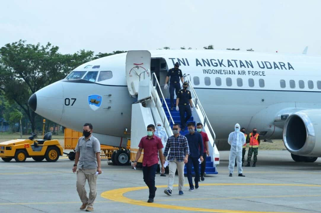 F-16 TNI AU Paksa Mendarat Pesawat Asing di Lanud Halim Perdanakusuma