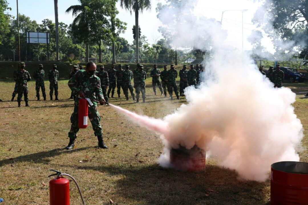 Personel Wingdikkal Laksanakan Demonstrasi Kebakaran