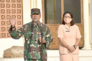 Danlanud Adisutjipto beserta Ketua Yasarini Cabang Lanud Adisutjipto berikan motivasi dan arahan di SMK Penerbangan AAG