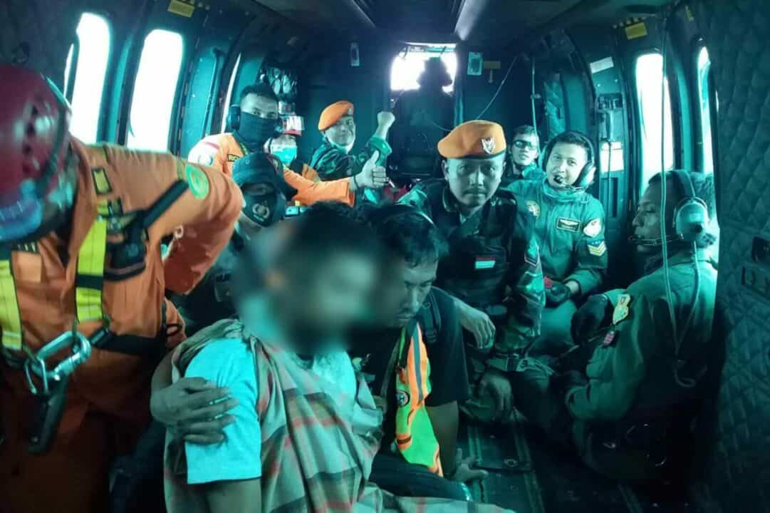 Tim SAR Satgas Pamrahwan Paskhas Berhasil Evakuasi Heli PT NUH di Papua