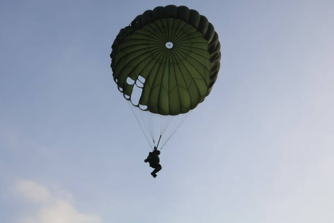 Praktek Terjun Hari Keempat Susparadas A-188 Skadik 204 Lanud Sulaiman