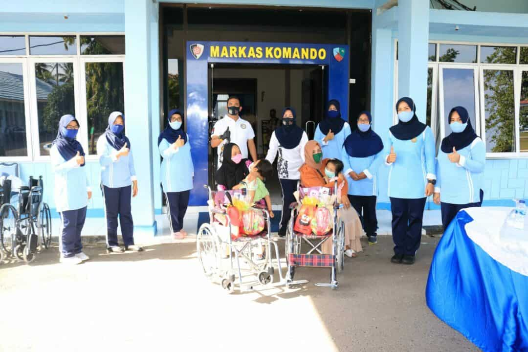 "Melalui Gerakan ""Happy Heart"" Ketua PIA Ardhya Garini Cab.11/D.II Lanud Sjamsudin Noor Kembali Berikan Bantuan Kursi Roda dan Sembako Kepada Anak Penyandang Disabilitas Yang Tidak Mampu"
