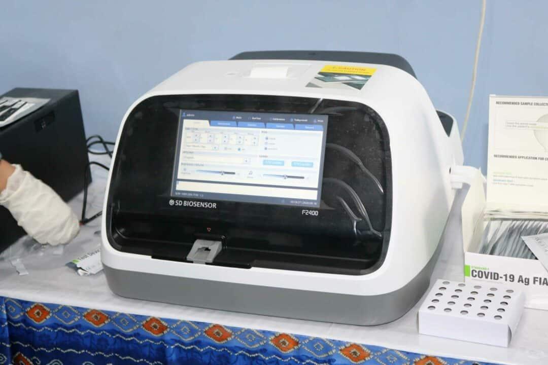 Personil Rumah Sakit Lanud Sjamsudin Noor Laksanakan Pelatihan Pengoperasian Alat Swab Rapid Anti Gen Type Standard F2400