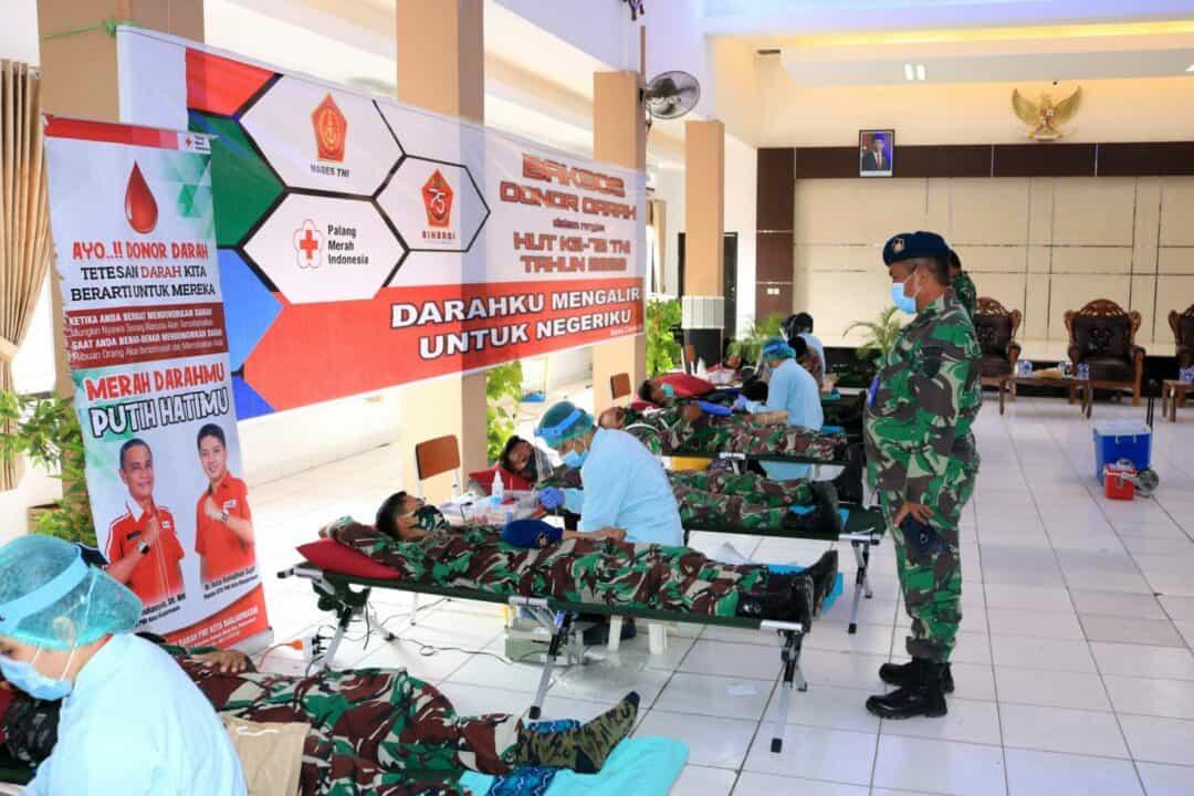 Personel Lanud Sjamsudin Noor Antusias Ikuti Donor Darah Dalam Rangka Memperingati HUT TNI ke-75 Tahun 2020 di Lanal Banjarmasin