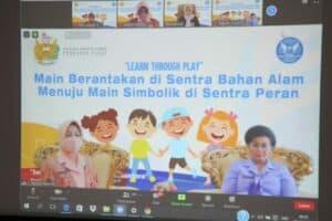 """Zoom Meeting, """"Learn Through Play"""" Main Berantakan di Sentra Bahan Alam"""