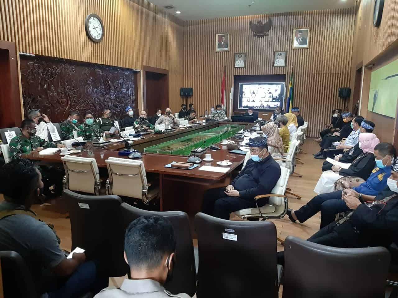 Rapat evaluasi Adaptasi Kebiasaan Baru (AKB) di Kota Bandung