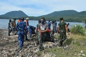 Sinergitas Prajurit Perbatasan Dalam Karya Bakti Sambut HUT TNI ke-75