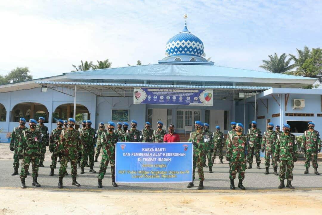 Menjelang HUT Ke-74, Satpom Lanud Rsn Bersihkan Rumah Ibadah