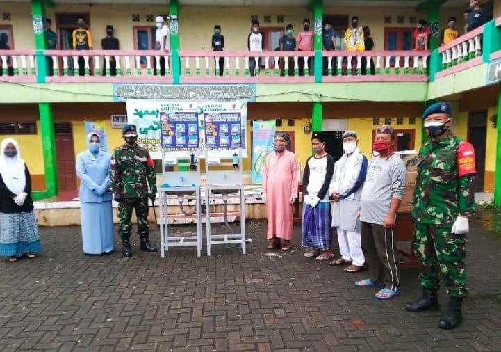 Antisipasi Klaster Pesantren, TNI AU Wiriadinata Sumbang APD Covid -19 ke Pondok di Tasikmalaya
