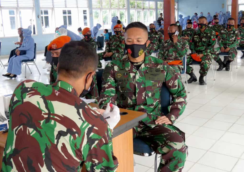 Prajurit Yonko 462 Paskhas Beserta Keluarga Melaksanakan Rapid Test