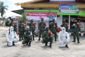 Bersempena HUT Ke-75 TNI, Danlanud Rsn Bagikan Masker Dan Desinfeksi Pasar Pagi Arengka