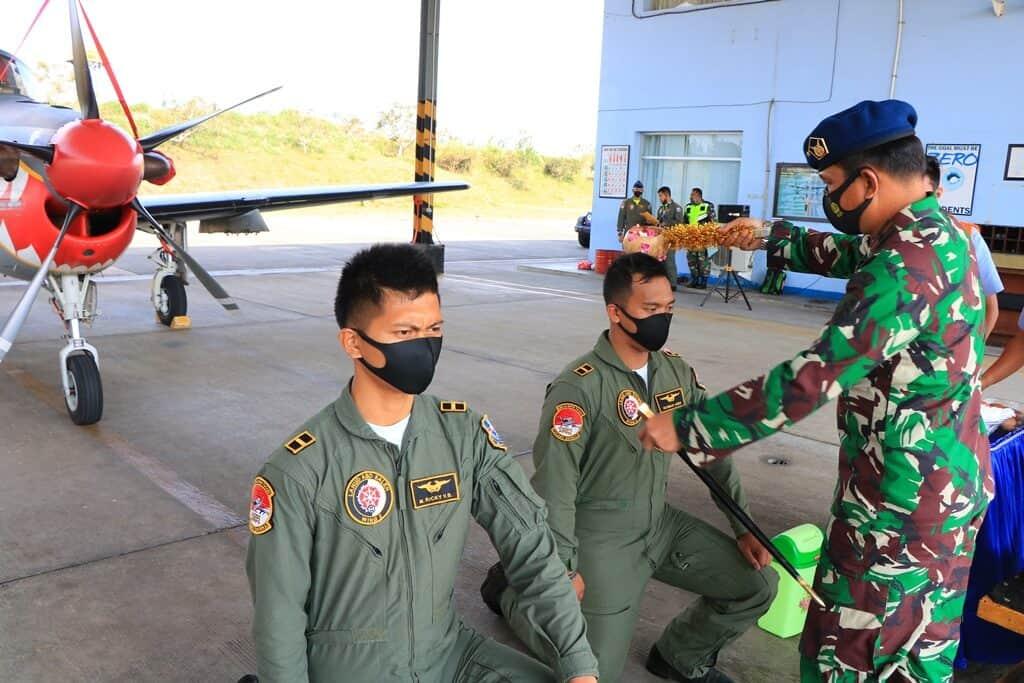 Dua Siswa Penerbang Transisi Pesawat Tucano Skadron Udara 21Masuki Tahap Terbang Solo