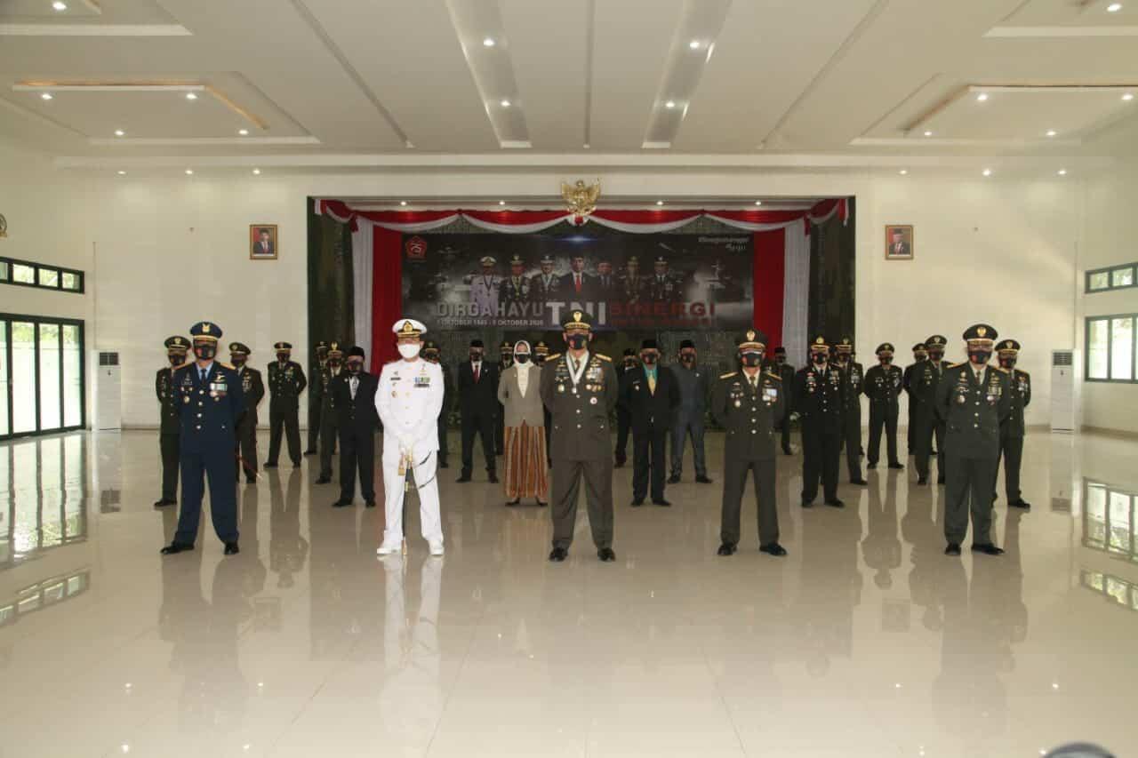 Komandan Lanud Abd Saleh Hadiri Upacara HUT ke-75 TNI di Divif II Kostrad