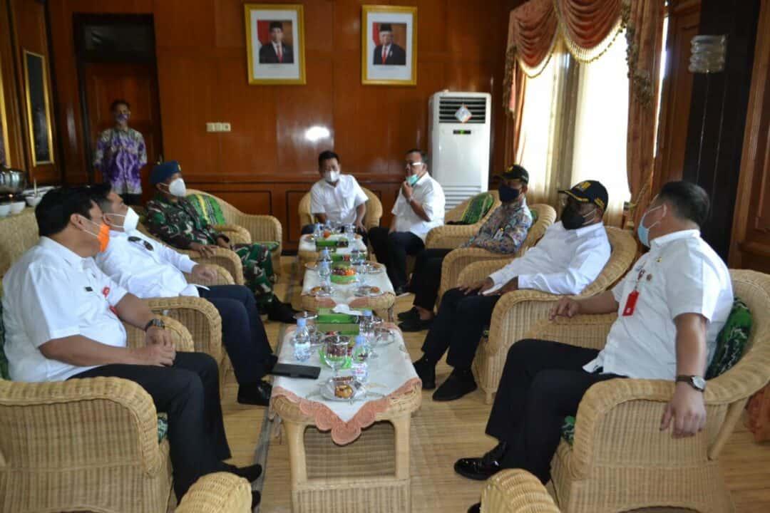 Tinjau Sejumlah Proyek di Wilayah Kalimantan Selatan Kedatangan Wakil Menteri PUPR RI dan Anggota Komisi V DPR RI di Sambut Komandan Lanud Sjamsudin Noor