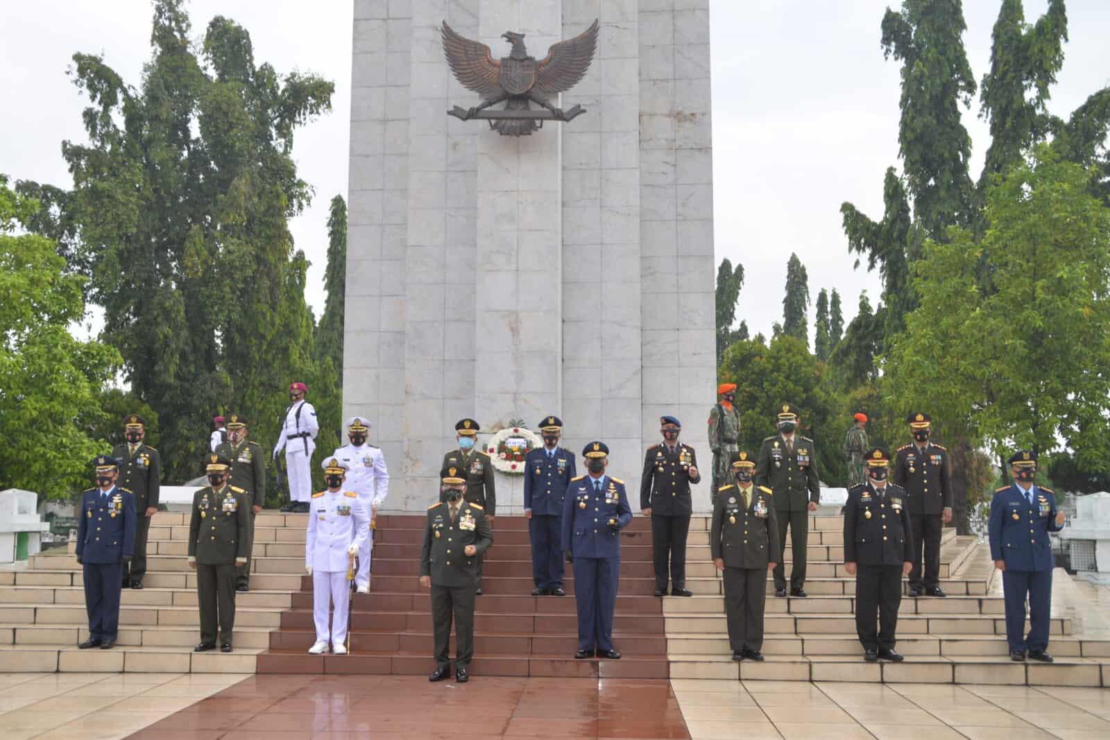 Ziarah Nasional di TMP Bukit Barisan Medan Dalam Rangka HUT Ke-75 TNI