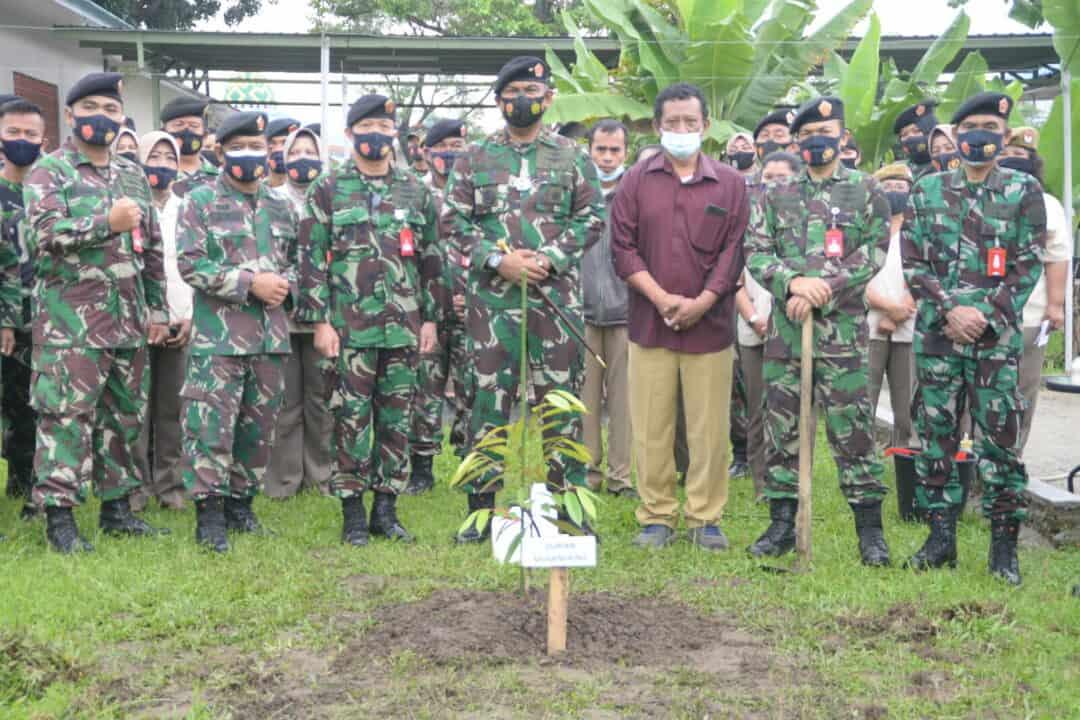 Pangkosekhanudnas III Tanam Puluhan Bibit Pohon Durian