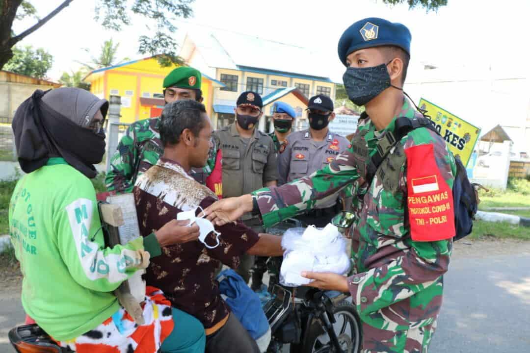 Sosialisasi Penegakan Protokol Covid 19 Dan Pembagian Masker Kepada Masyarakat Aceh Besar