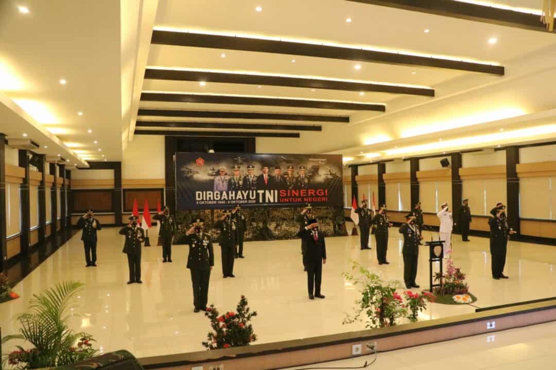 DANLANUD I GUSTI NGURAH RAI MELAKSANAKAN UPACARA VIRTUAL PERINGATAN HUT TNI KE-75 DI BALI