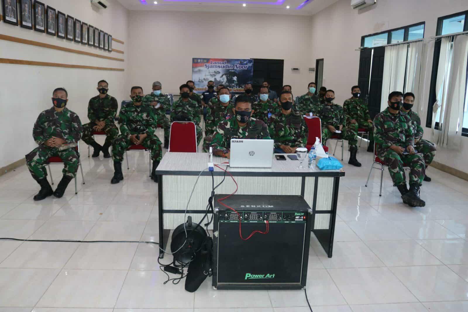 Komandan Beserta Seluruh Perwira Lanud Sjamsudin Noor Ikuti Vicon Tentang Kesiapan Satuan Jajaran TNI AU Dalam Rangka Mengantisipasi Demo Terkait UU Cipta Kerja