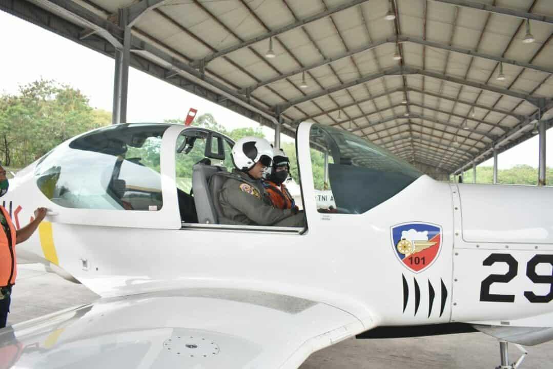 Siswa Susdokbang Angkatan XVII , kunjungi Lanud Adisutjipto dan terbang dengan Grob