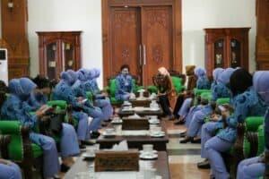 Ketua PIA AG Bakorcab Madiun Kunjungi Deskranasda Madiun